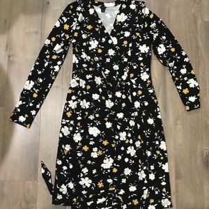 Beautiful Ann Taylor Women's Floral Wrap Dress